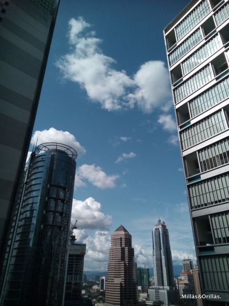 .Milläs&Orilläs. Foto tomada desde el mismo sitio que la primera de esta entrada, primer día sin haze. Kuala Lumpur.